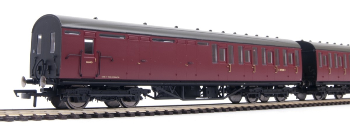 This is the Brake 3rd in model form, R4521 I've got three, two for either end of a four coach local with lavatory composite in the middle - first class to the front end