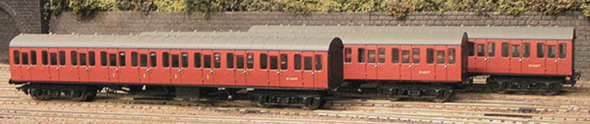Replica Railways three piece BR Western Region suburban coach set - according to website 'as yet unavailable'