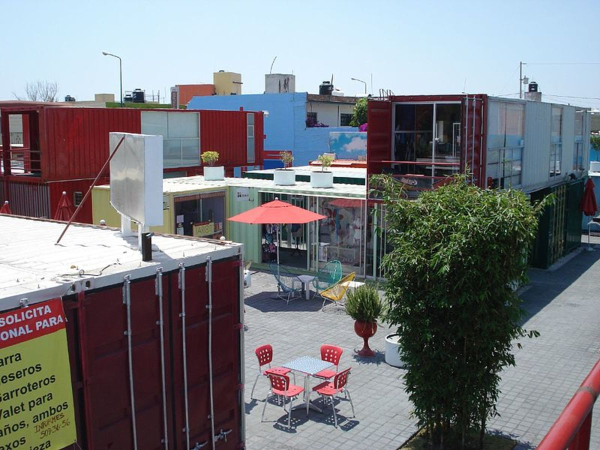 Container City is a complex constructed from large shipping containers, located at the intersection of 12 Oeste and 2 Norte. The idea is from England, but this version was built by a Mexican organization. Fifty of these containers have been joined an