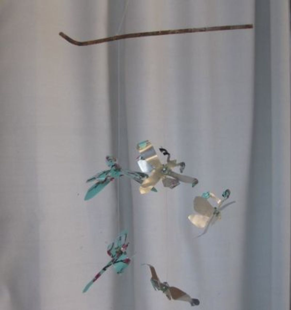 Make dragonflies from aluminum cans.