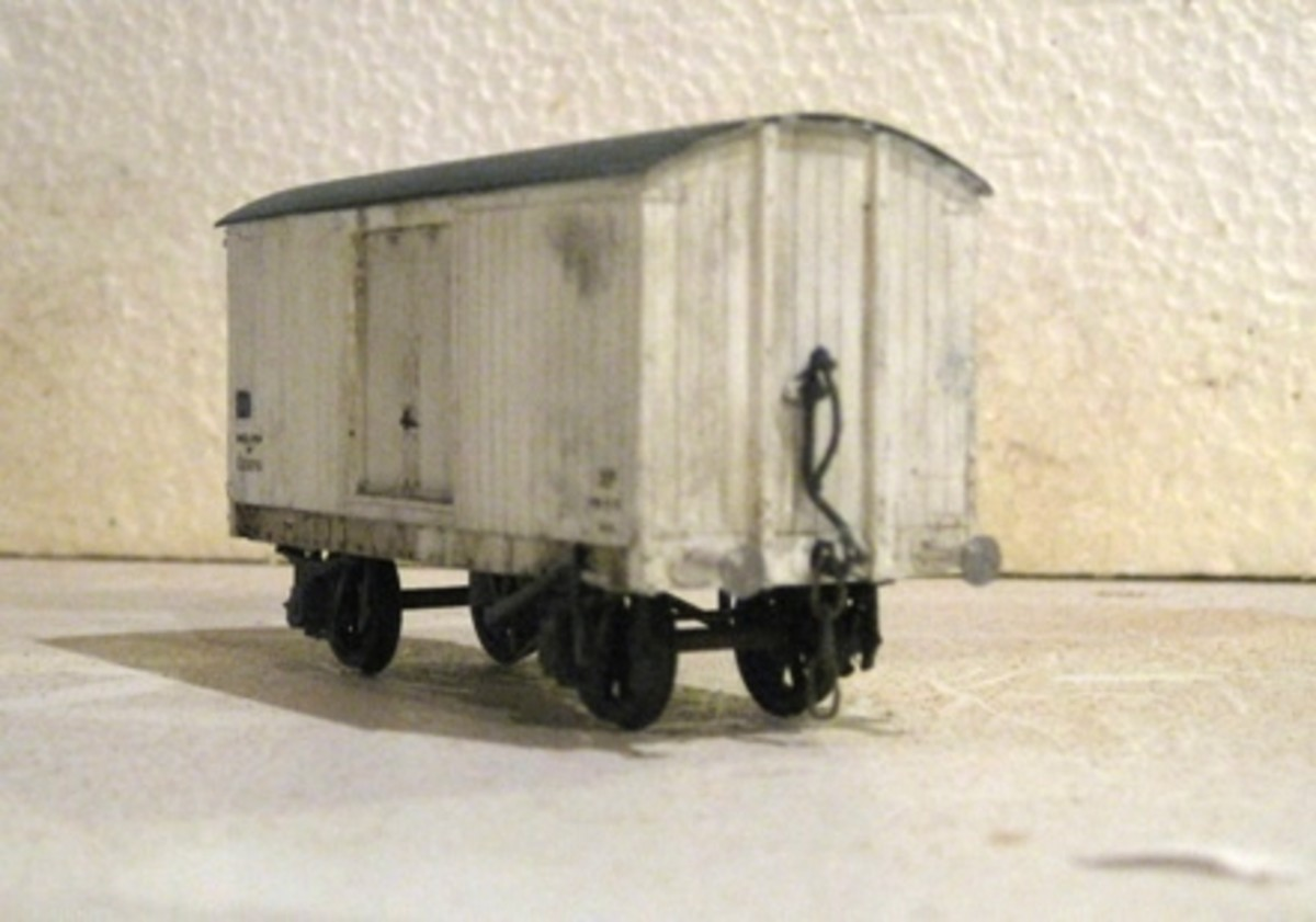 Whereas the van above was a BR-built diagram 800 LNER designed van, this one is a plank-sided LNER-built van to diagram 134 (sliding doors, inset within the body as opposed to its predecessors that were painted in the LNER bauxite livery)