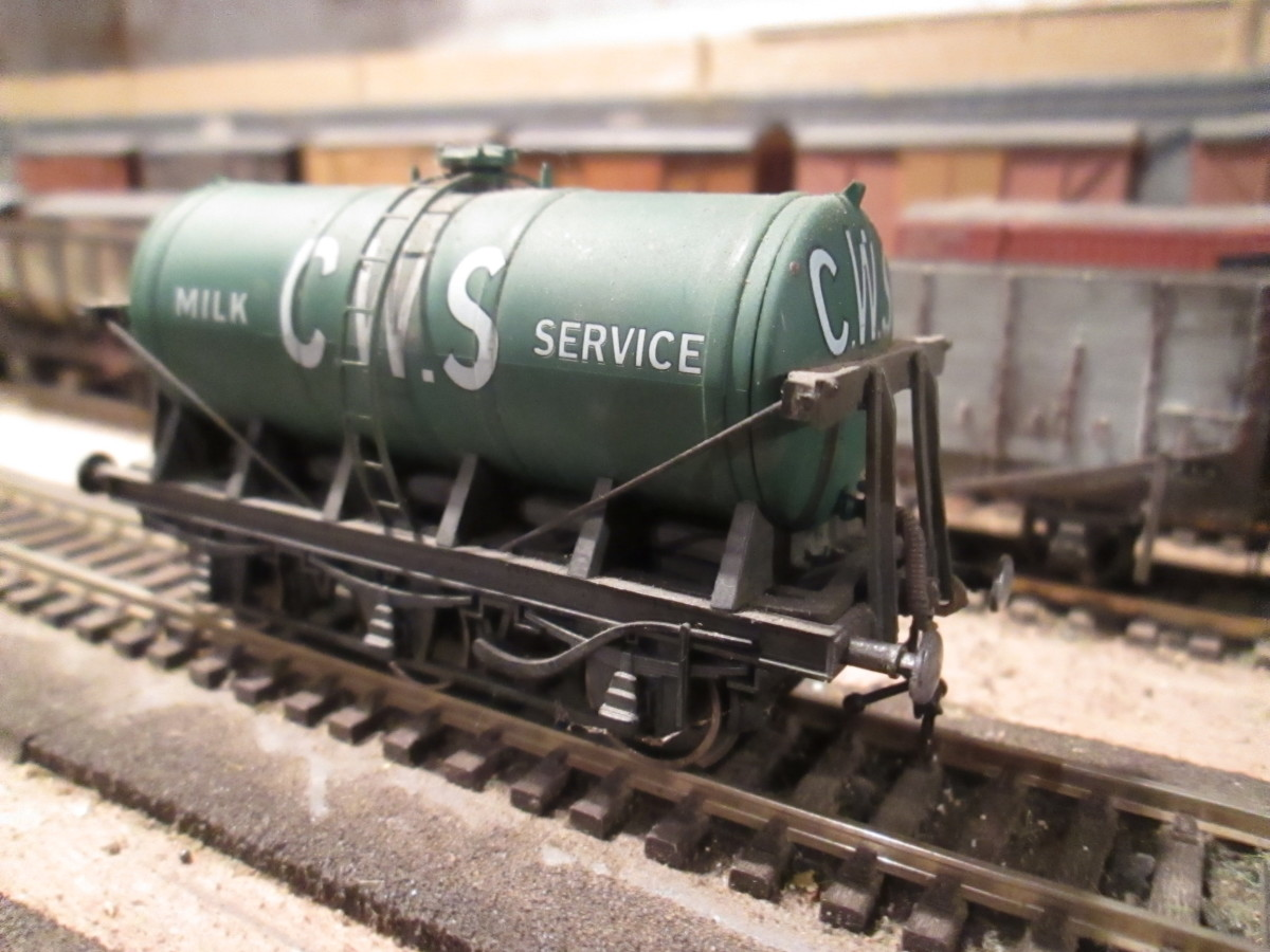 Dapol ready-to-run Co-operative Wholesale Society 6-wheel milk tanker, modified with vacuum pipes and Jackson screw couplings