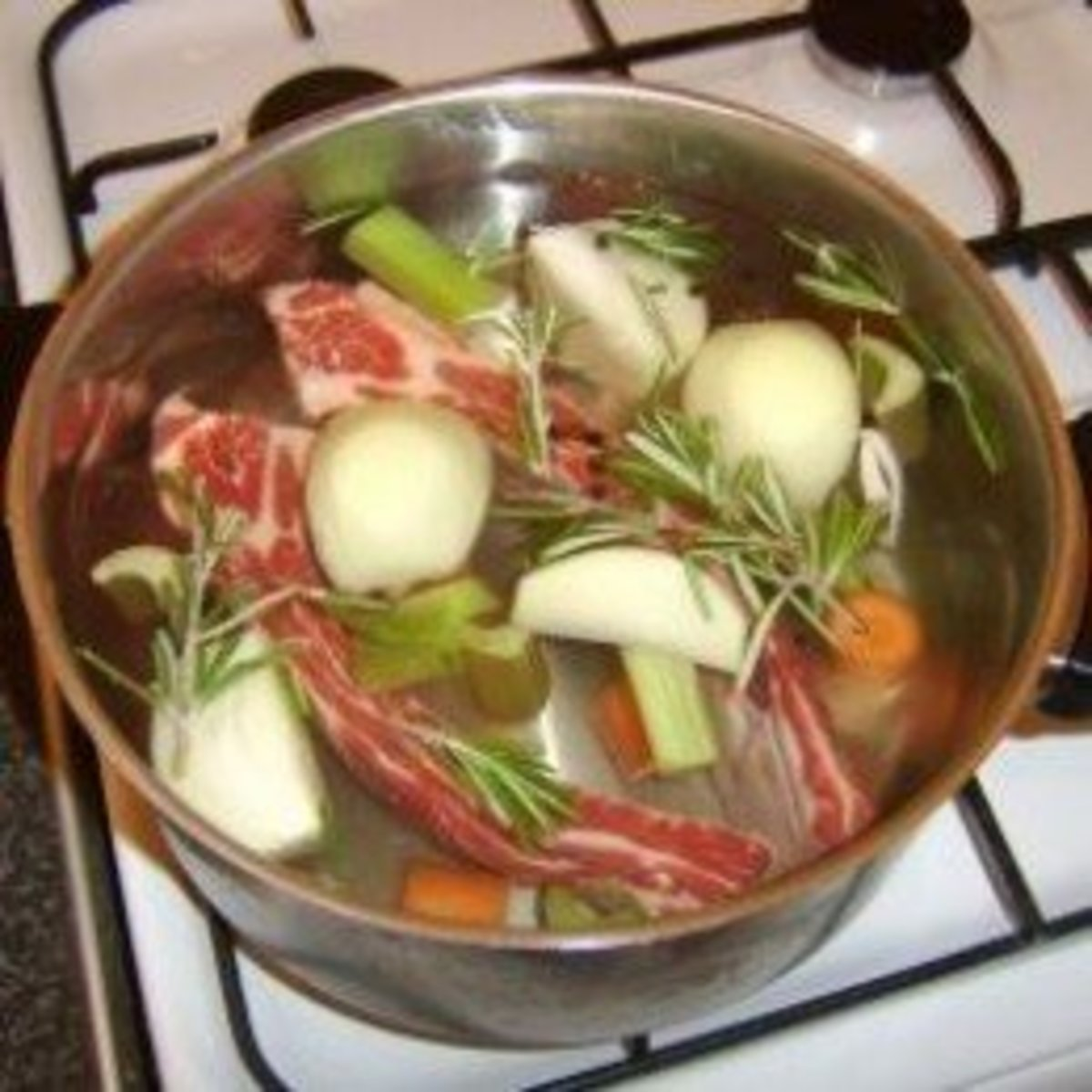 Starting to prepare a simple beef stock