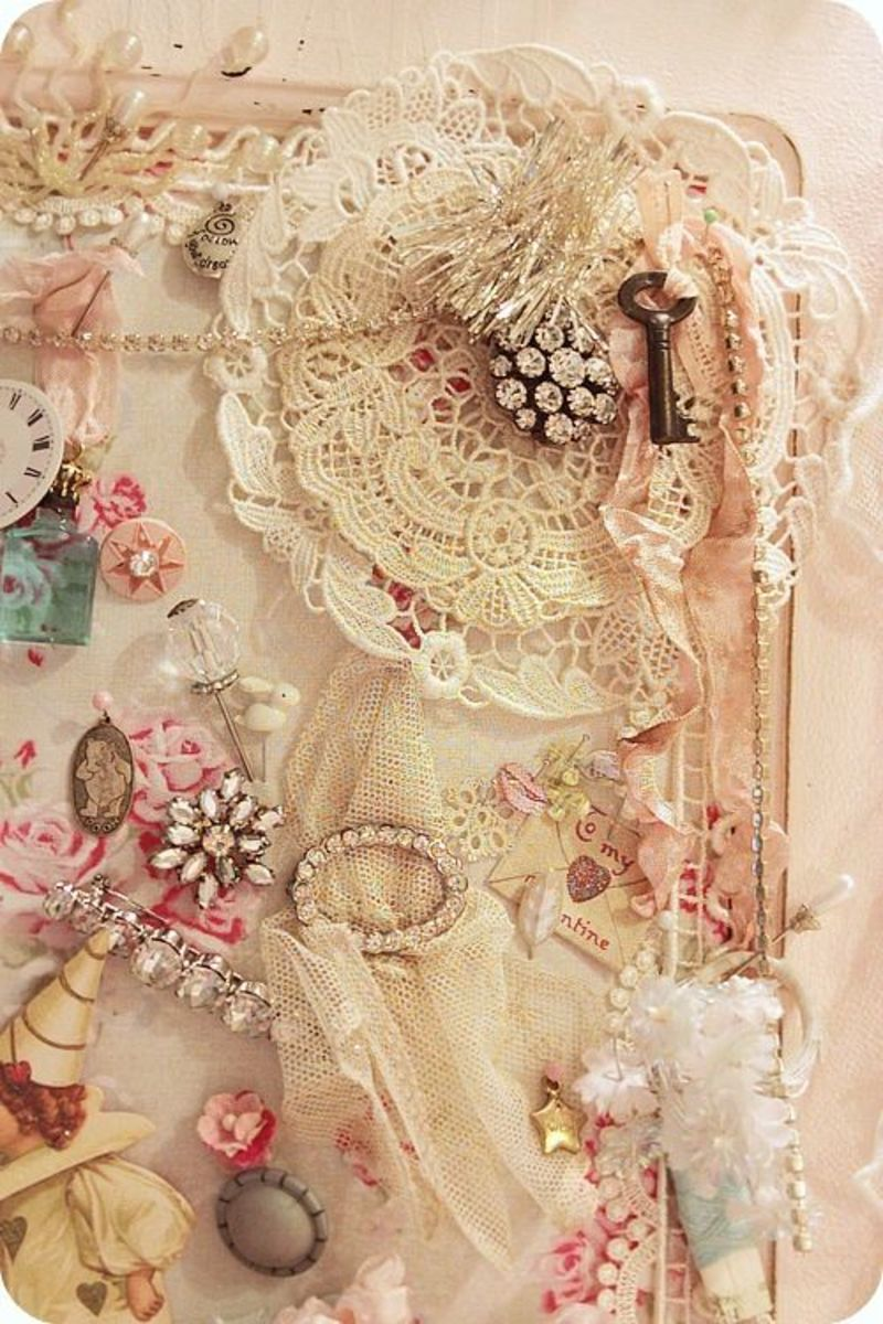 If you, like me, love all things Shabby Chic, plan to spend time looking at this site. It is not in English (only a little) but that doesn't matter. It is all beautiful and language is unimportant. There is also a great tutorial on chiffon flowers.