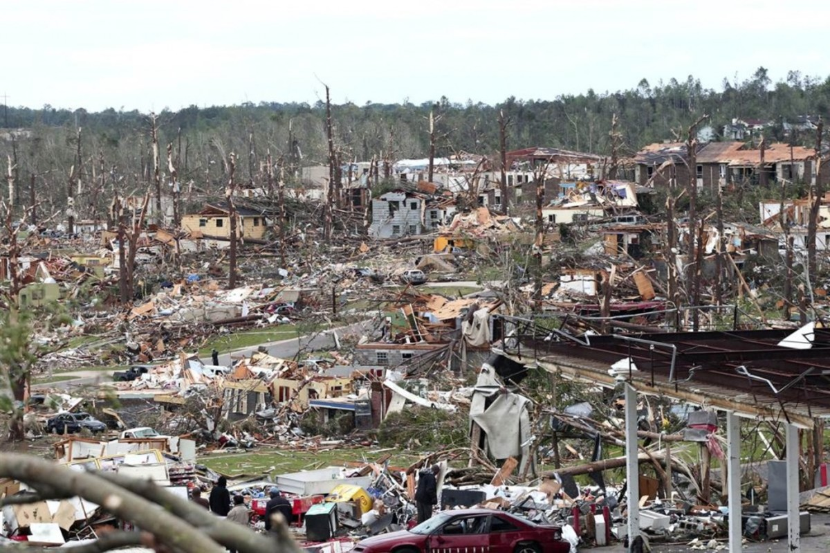 2011 TORNADO IN HACKLEBURG ALABAMA DESTROYED 75 PERCENT OF THE TOWN