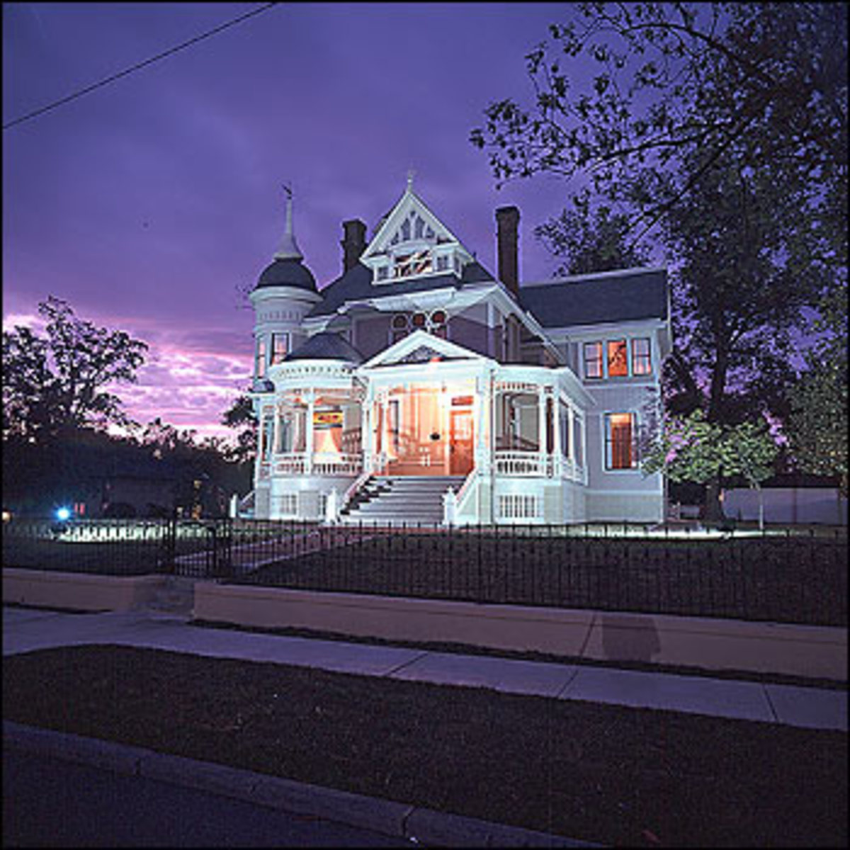 """""""THOMPSON-PILLOW"""" HOUSE IN HELENA, ARKANSAS (QUEEN ANNE ARCHITECTURE)"""
