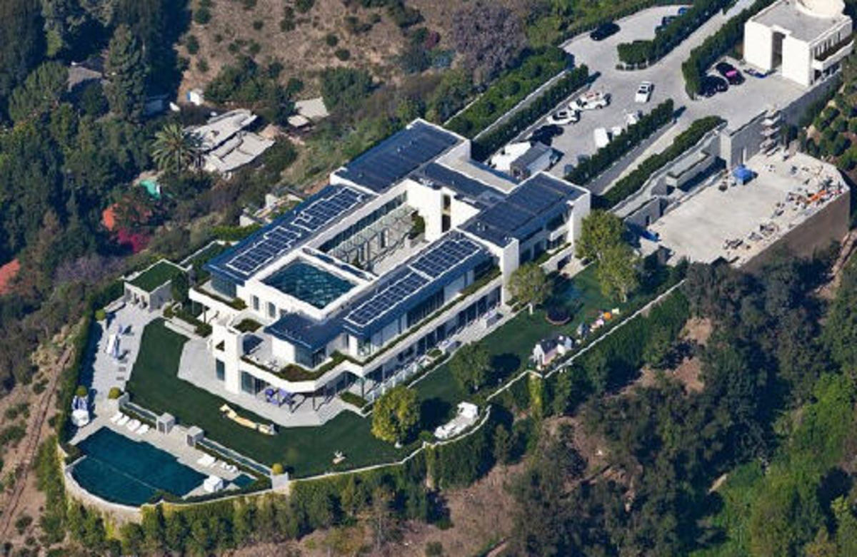 The Pristzker home. The owner is worth 2.5 billion!