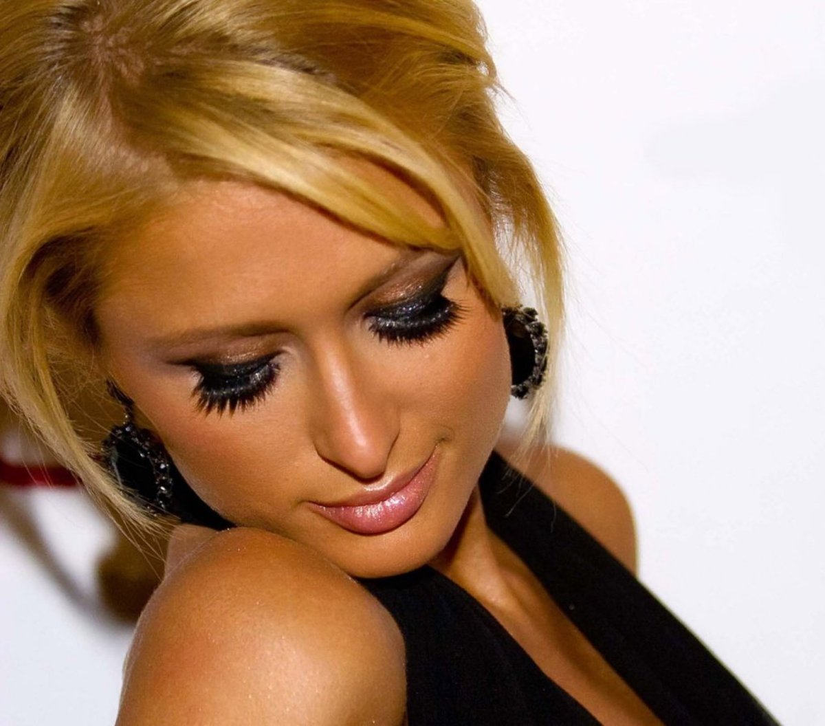 Paris Hilton gained notoriety after multiple drinking and drug offences, not to mention the sex tape and other topless pictures
