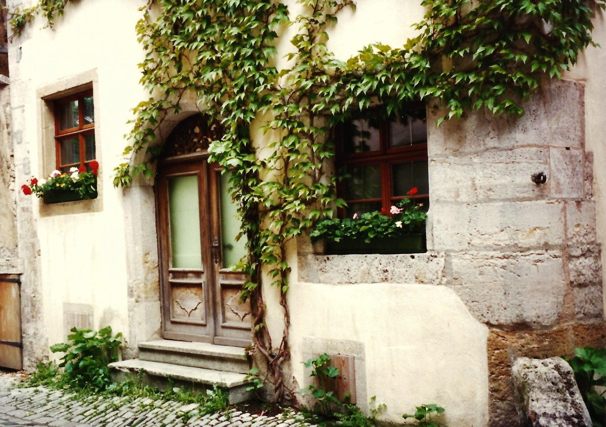 historic-medieval-city-with-city-walls-rothenburg-germany