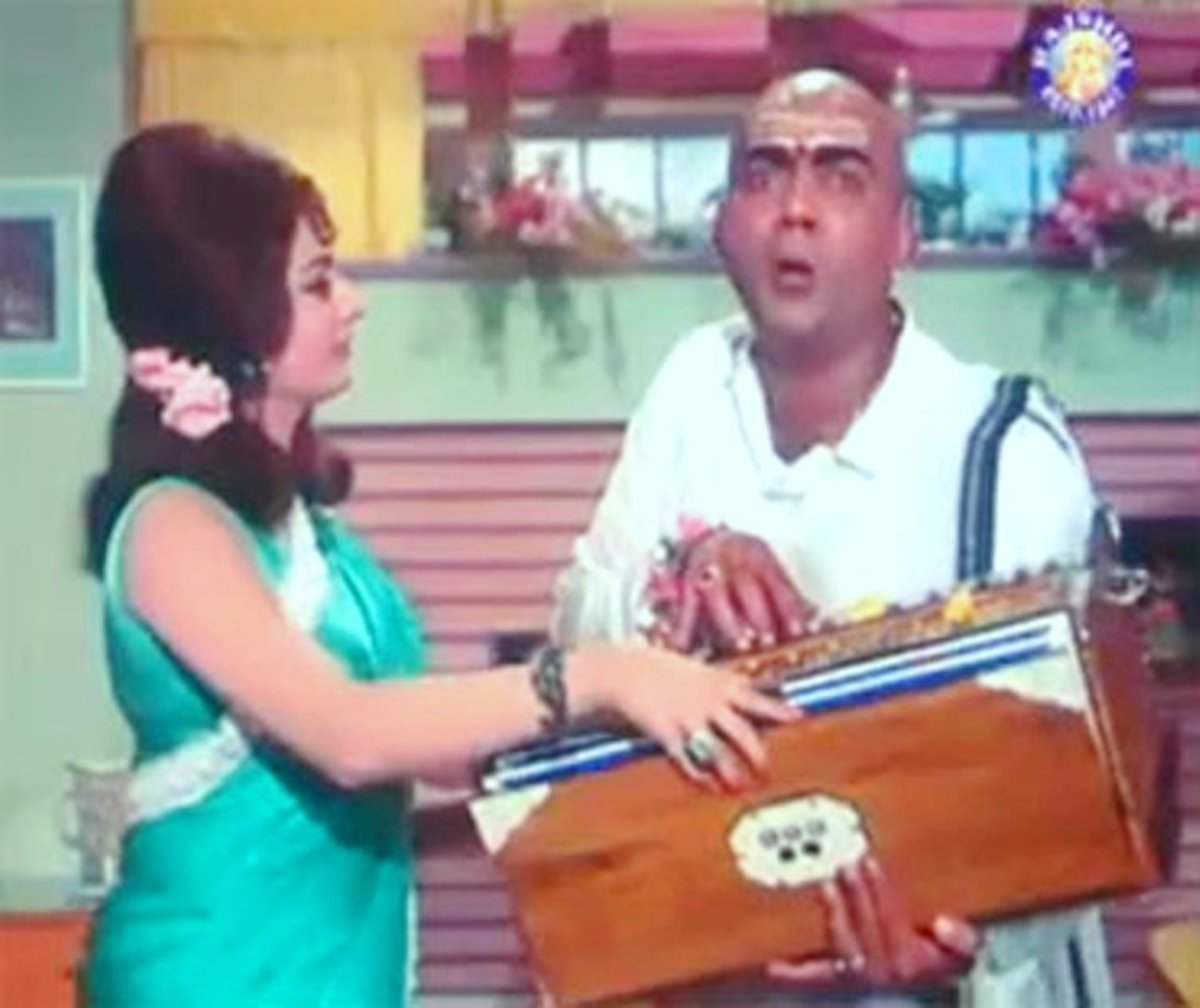 One of the best comedy songs of Bollywood