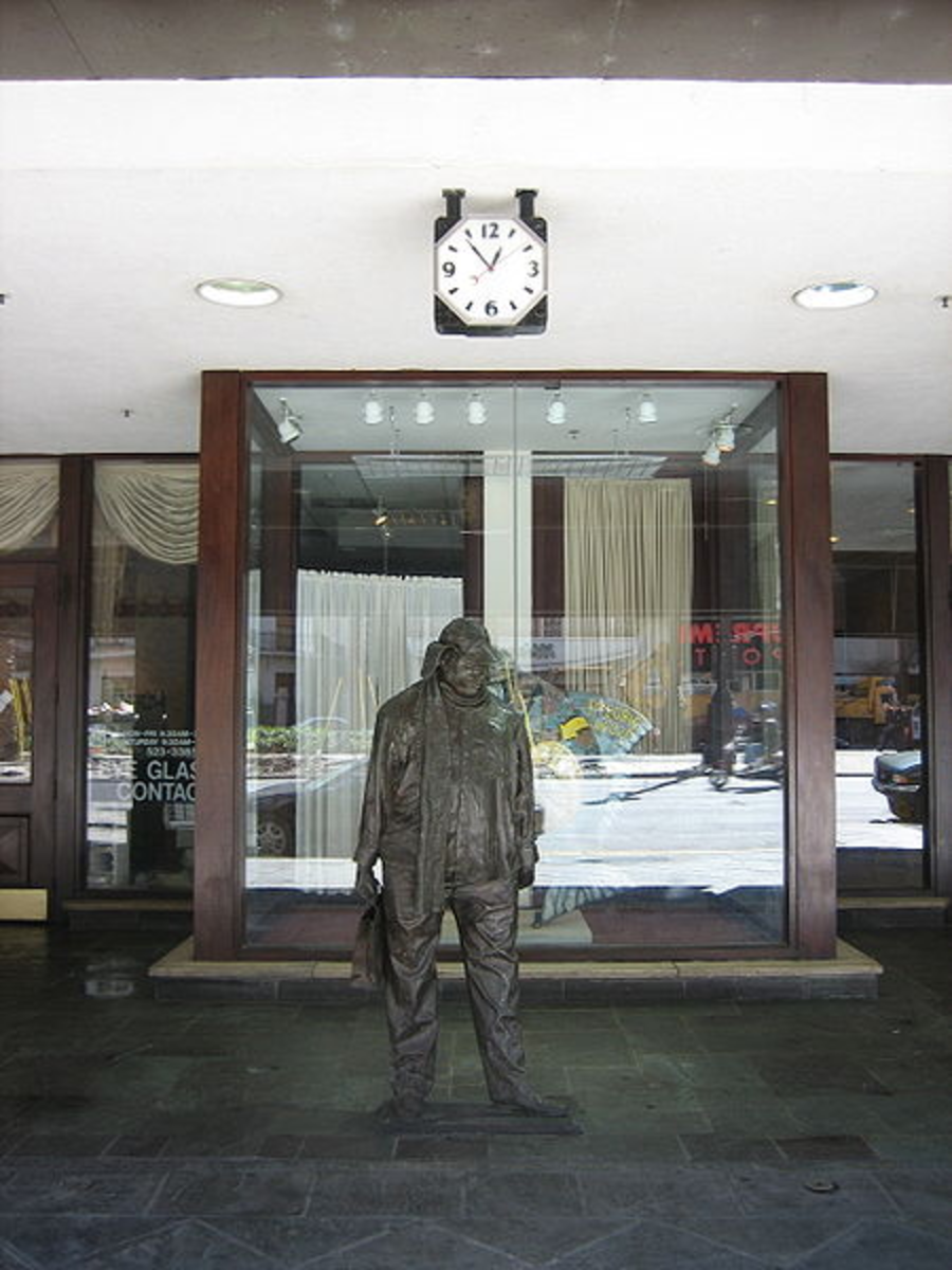 Statue of Ignatius J. Reilly as he appears in the first scene of A Confederacy of Dunces