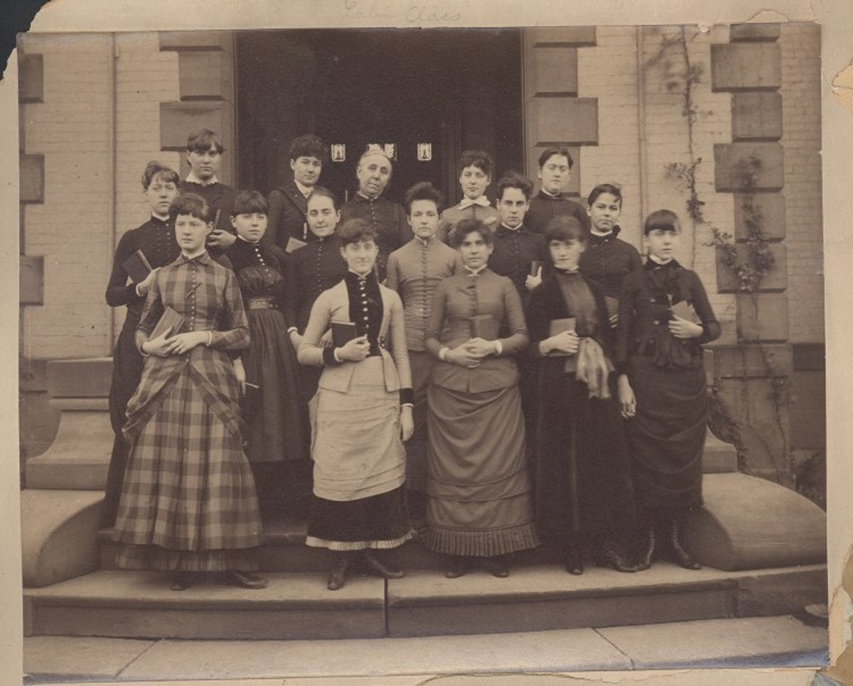 Students at Pennslvania Female College in the late 1880s, gathered for a Latin class photo