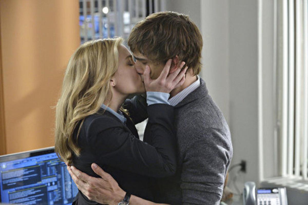 Annie kissing Auggie.