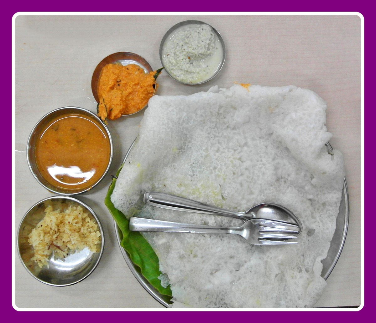 Neer Dosa with Chutneys