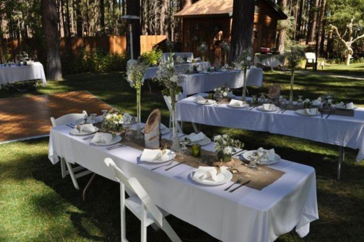 http://diy.weddingbee.com/topic/burlap-table-runners
