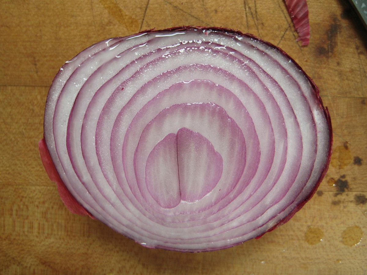 Try cutting an onion to solve your stuffy nose problems.