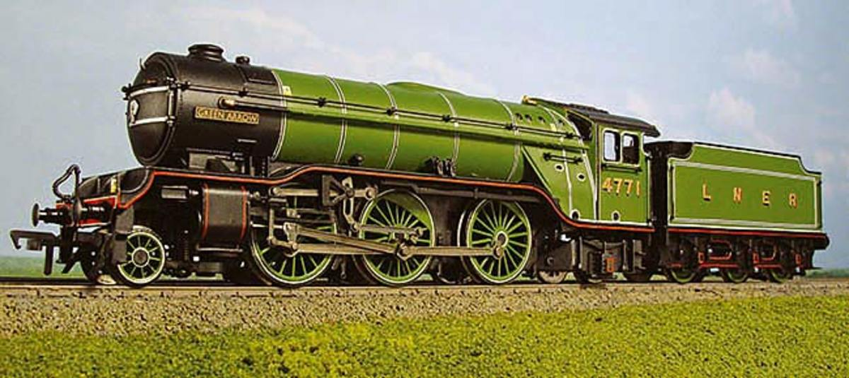 This is the Bachmann Gresley V2 2-6-2, built in the 1930s for the Green Arrow express freight service, the real thing became the stalwart of WWII, 'the engines that won the war' used on heavy troop trains and war freights - this is 4771 Green Arrow