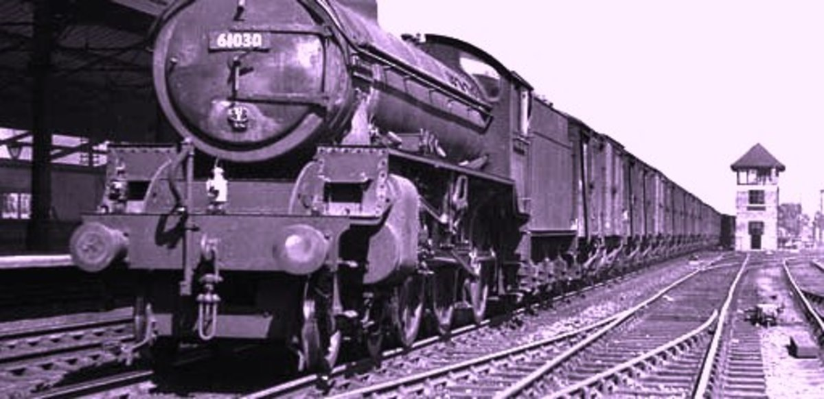 B1 4-6-0 showing its lamp code on a Class C/4 working at Northallerton high level station - see below, 'BR lamp codes'