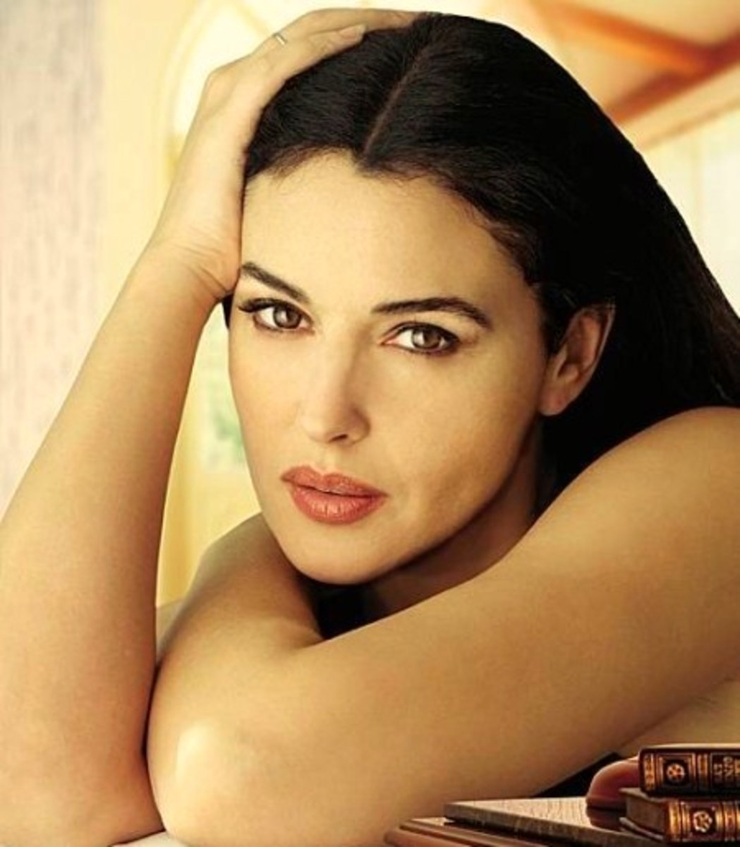 Monica Bellucci in Soft Pink Lipstick