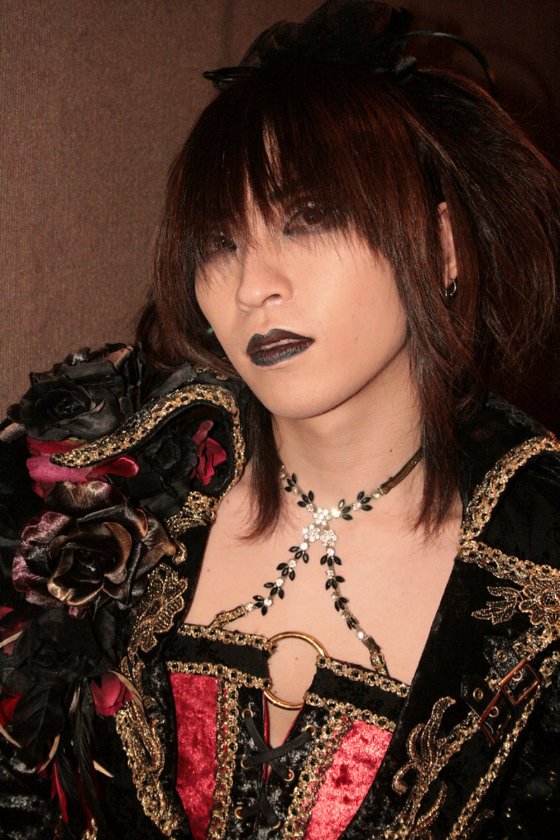 How to Be Gothic: Gothic/Vintage Clothing, Fashion, Make-up and Overall Appearance