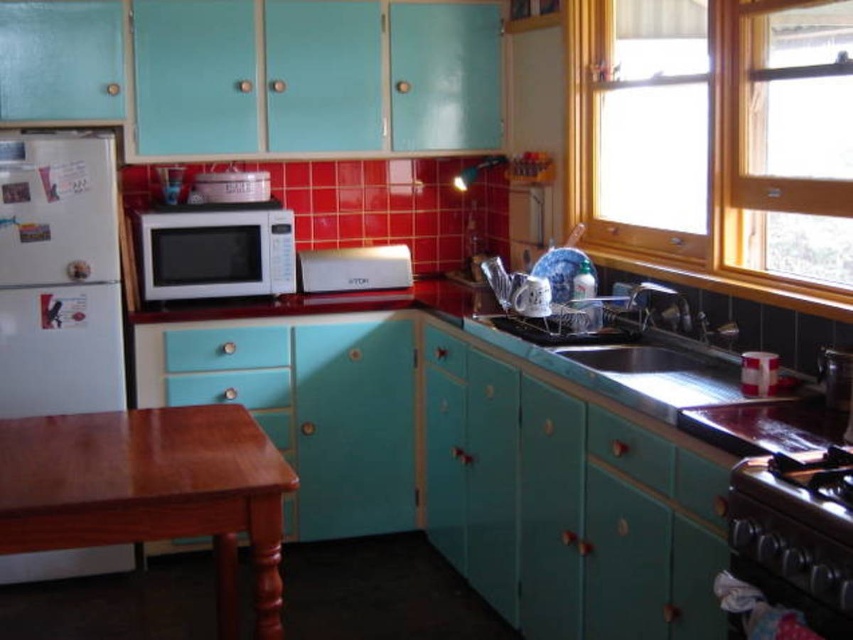 1950s kitchen restored to its in original colour scheme