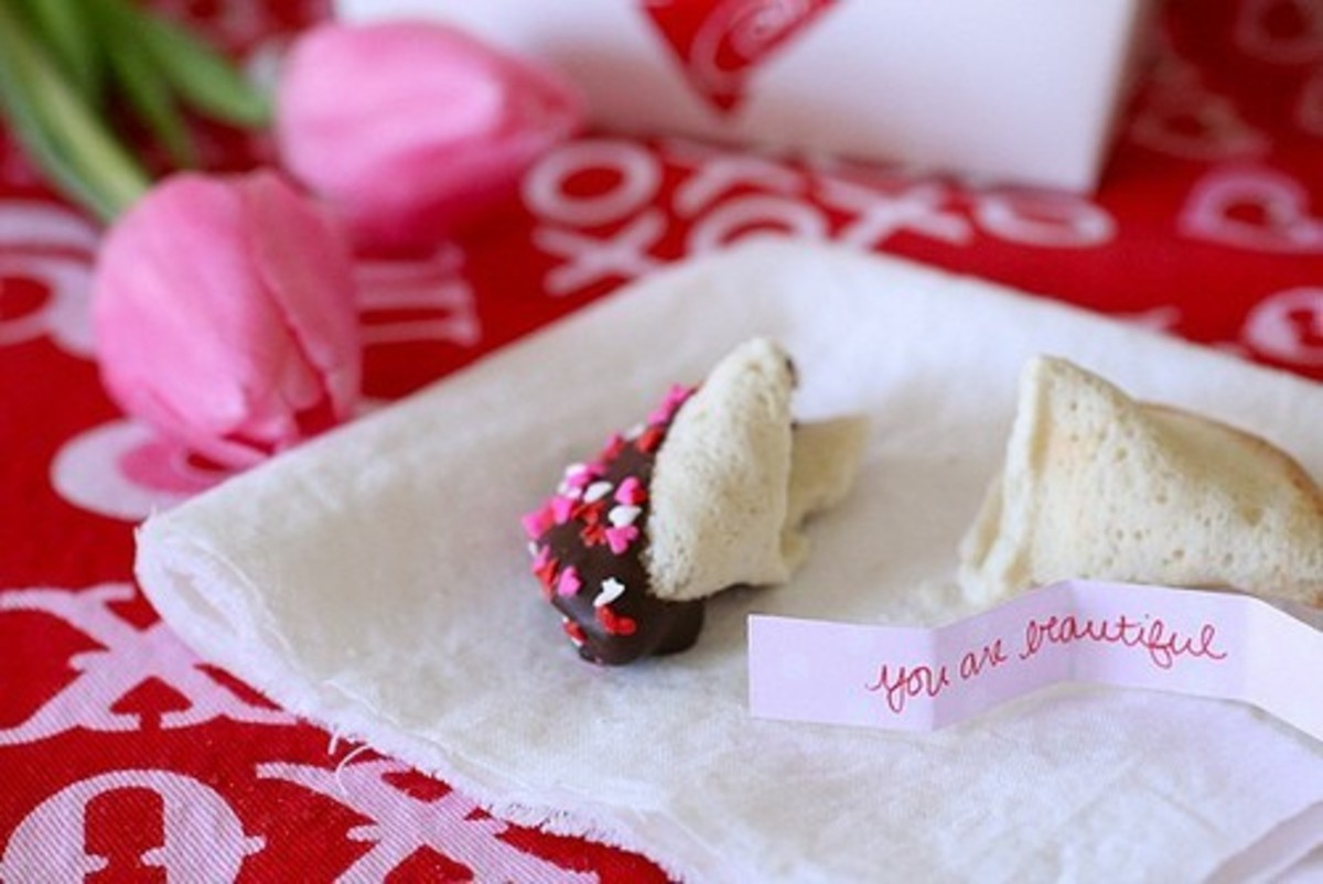 Homemade Fortune Cookies: Recipes, Paper Patterns, Fabric Tutorials, and More