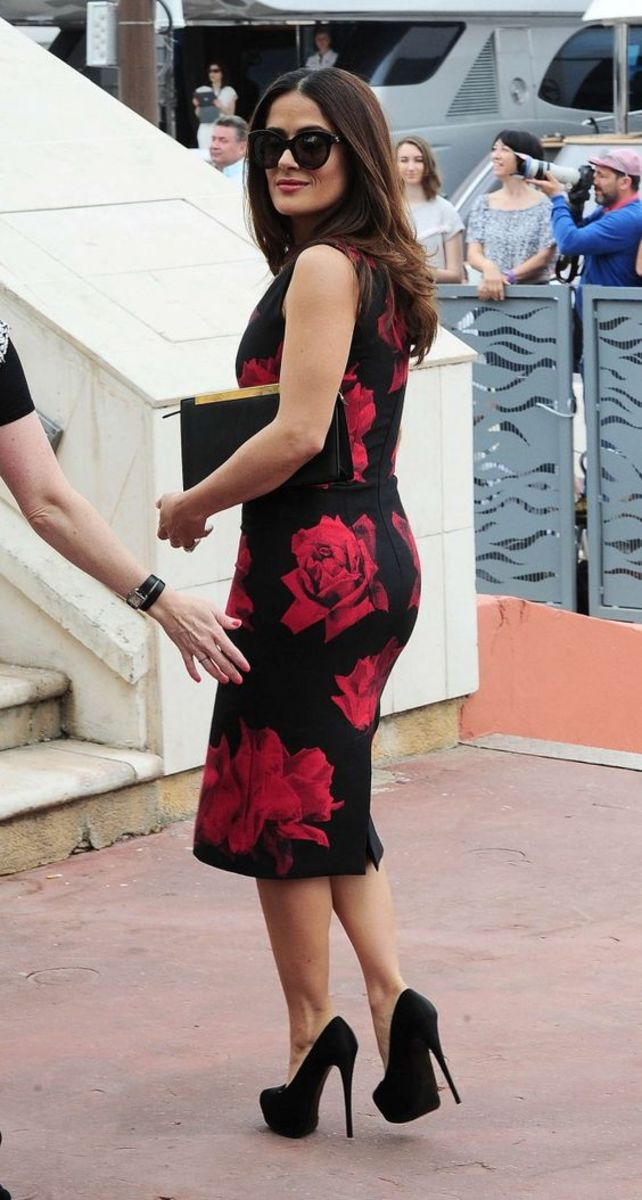 Salma Hayek in a sleeveless floral knee length dress with platform pumos