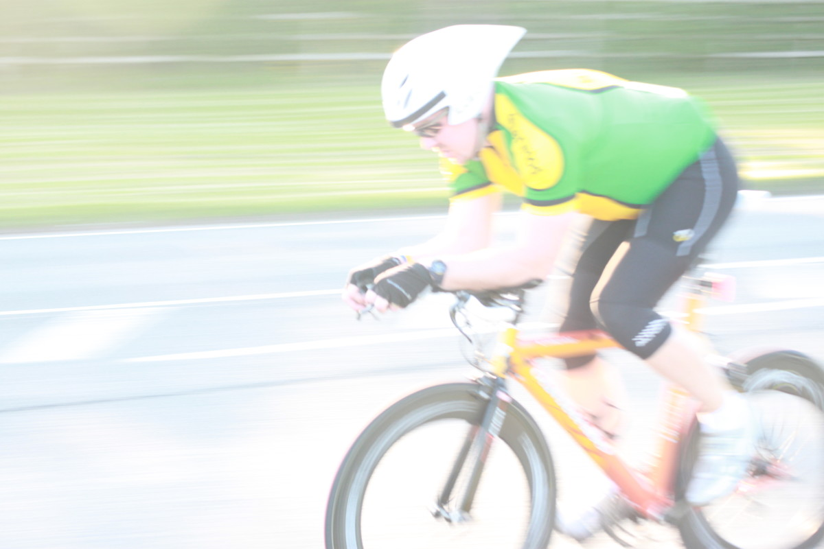 Panning Photography of cycling- you don't need the cyclist as a whole in the frame to show the impression of speed