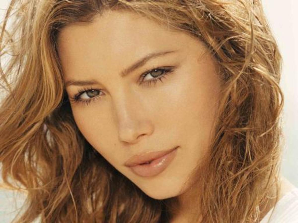 Blnde-haired, hazel-eyed Jessica Biel
