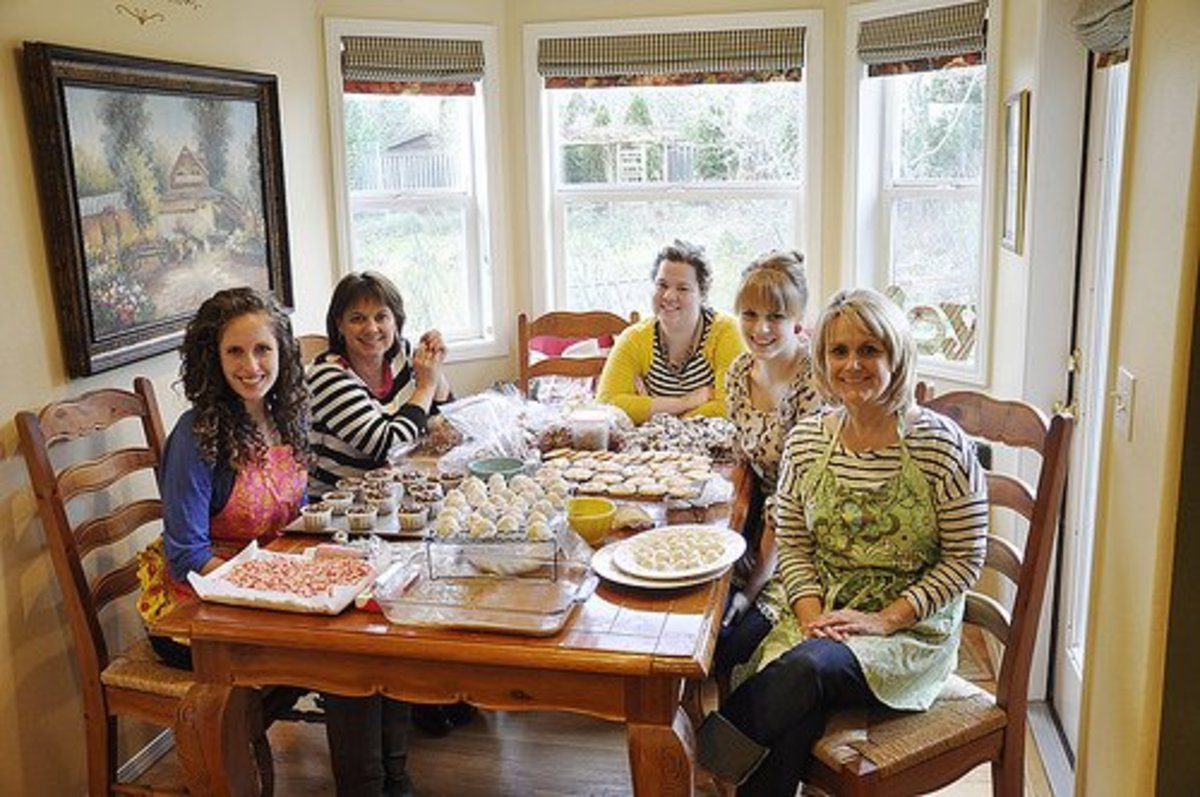 How to Host a Holiday Cookie Baking & Decorating Party