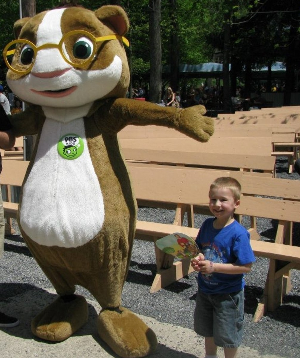 Meeting Hooper from PBS Kids on WVIA Day at Knoebels