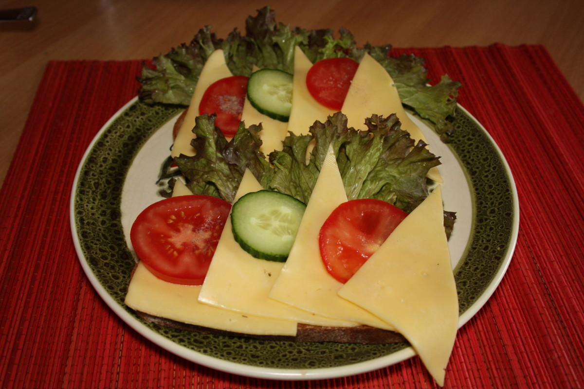 Graubrot with lettuce, Gouda cheese, tomato and cucumber.