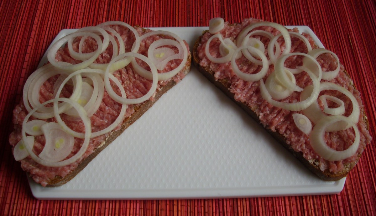 Rye bread with raw spiced pork meat.