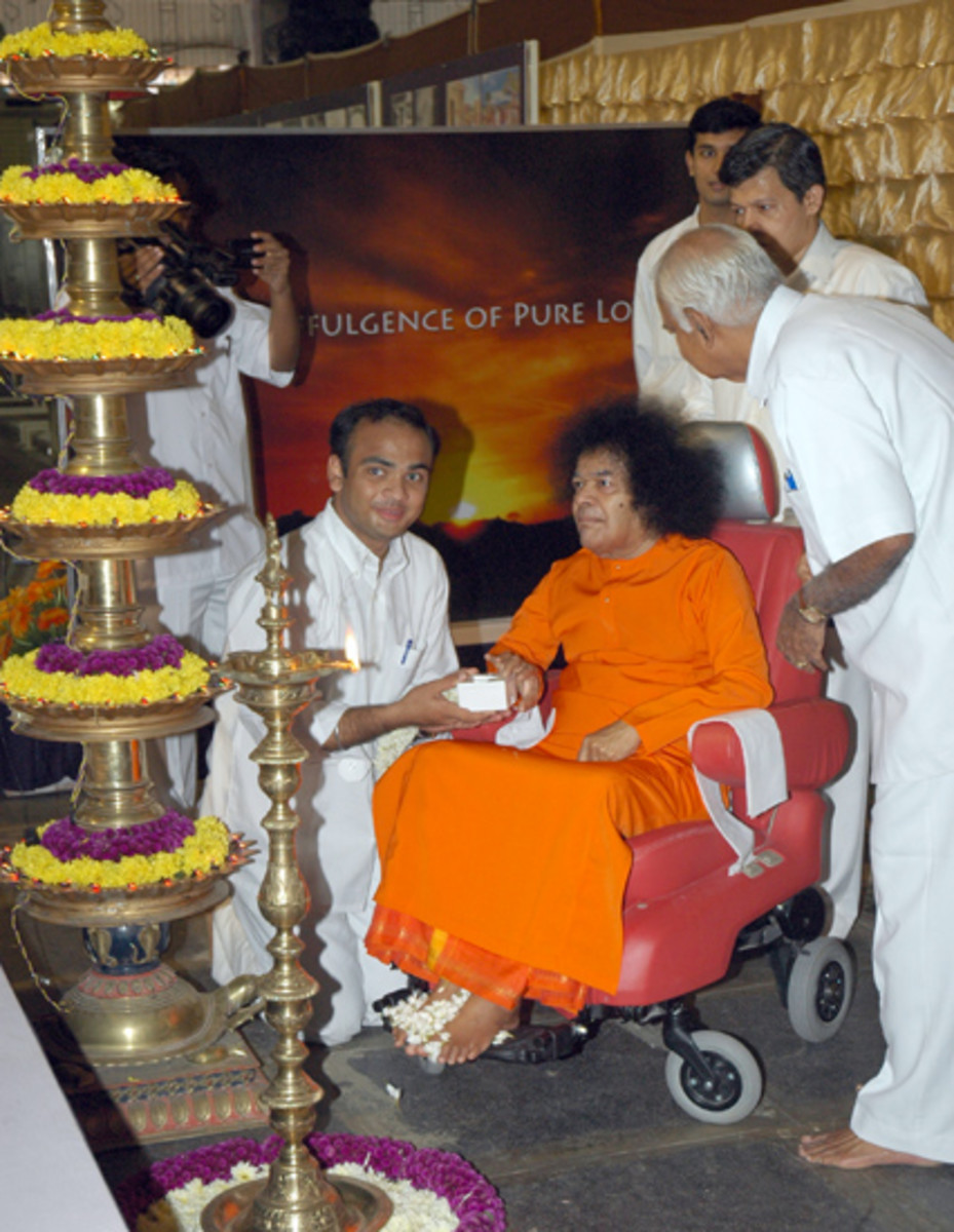 Swami lit the lamp and 'switched on' the exhibition on the 20th of July 2007!