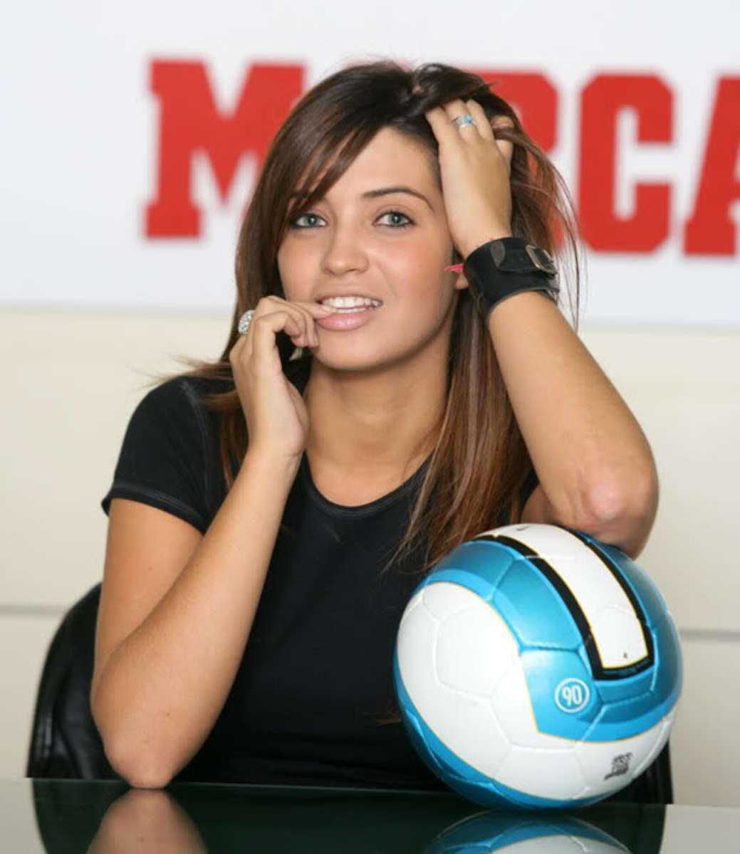 Hot Female Sports Presenters - UK v Rest of The World