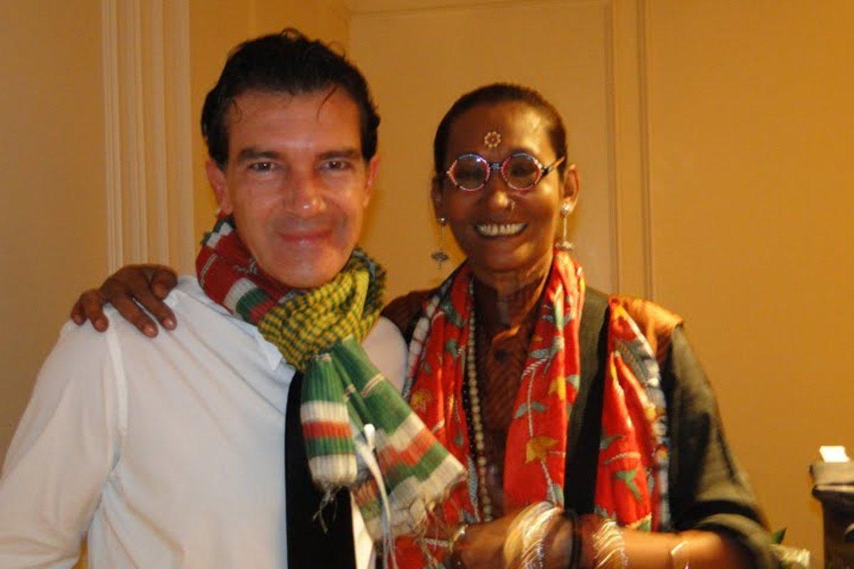 Antonio Banderas sporting a Bangladeshi Gamcha standing next to famous Bangladeshi Fashion Model and Designer Bibi Russel