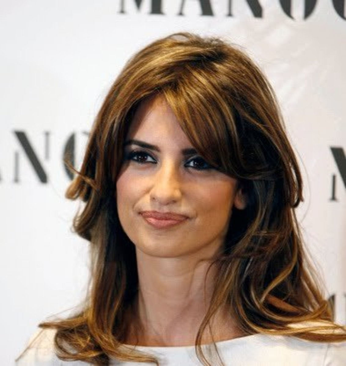 Penelope Cruz, woman with square jawline.