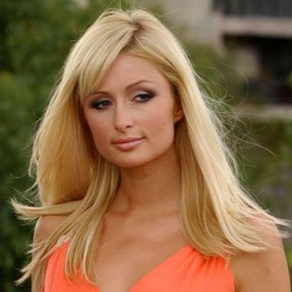 Square face women celebrities: Paris Hilton