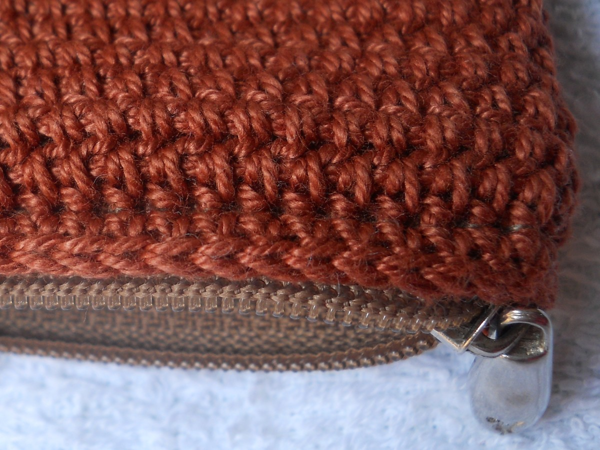 I stitched on the LAST HDC round, so the zipper won't get caught in the crocheted purse.