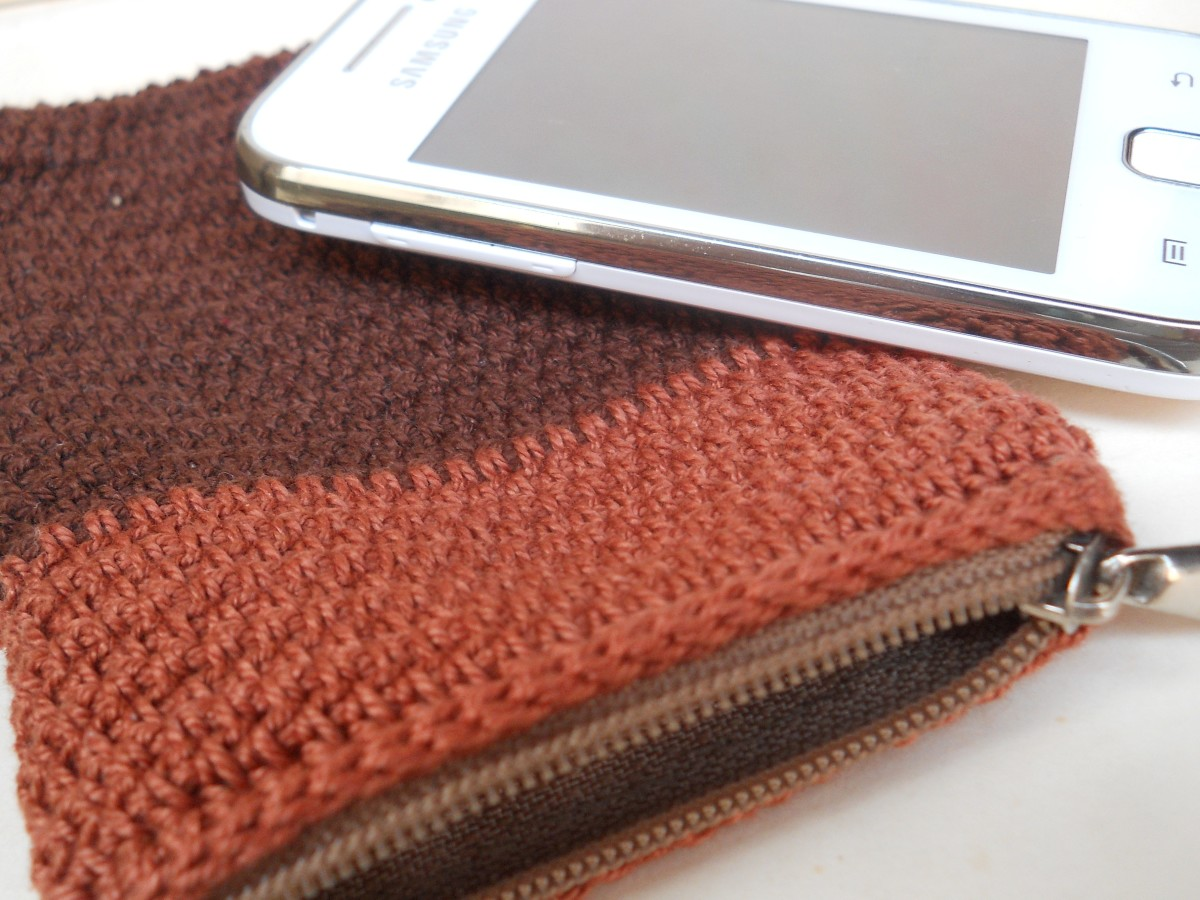 Crochet Zipper Stitch : Crochet Mans Zippered Phone Purse Free Pattern
