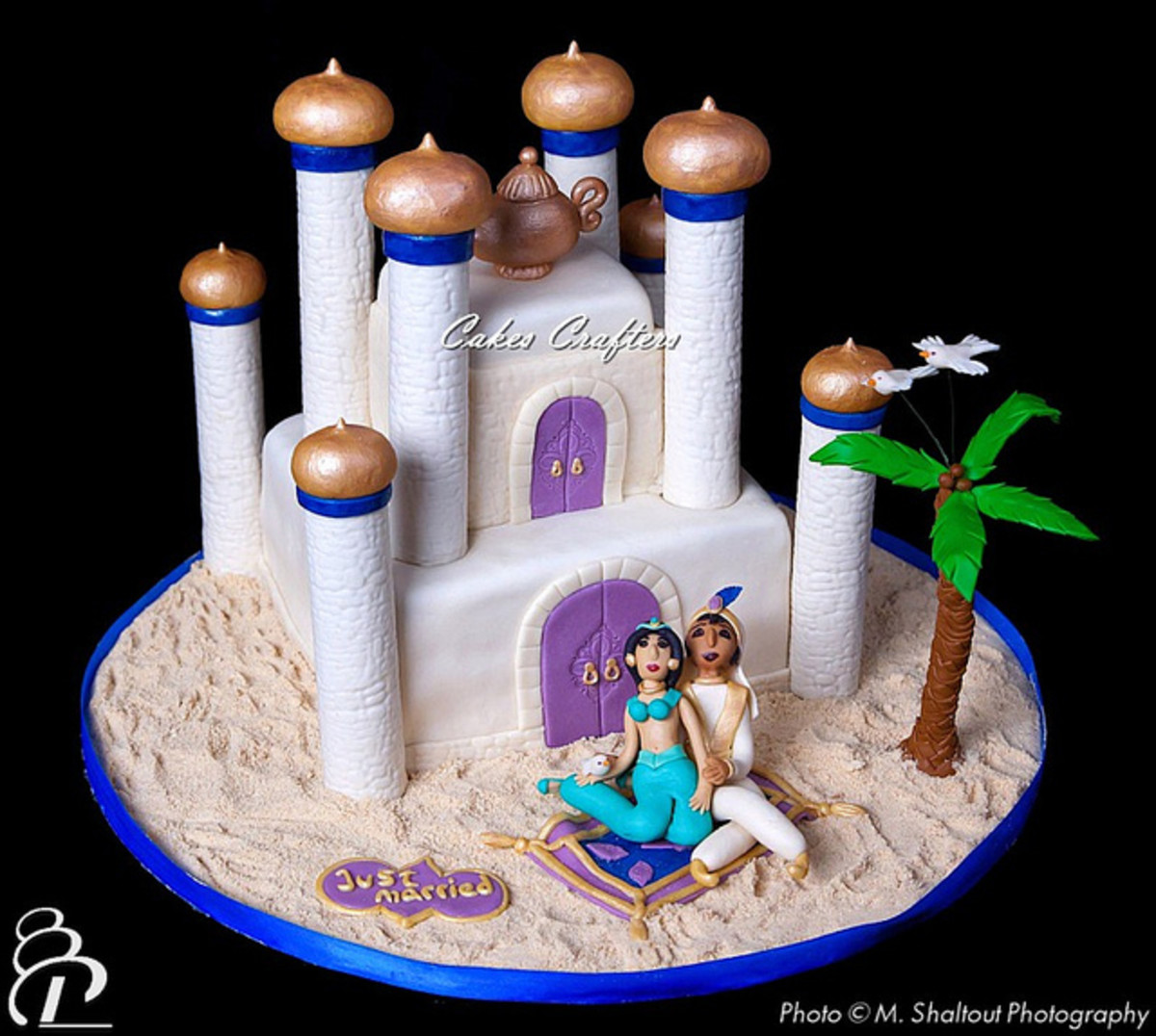 Princess Jasmine and Aladdin Disney Wedding Cake