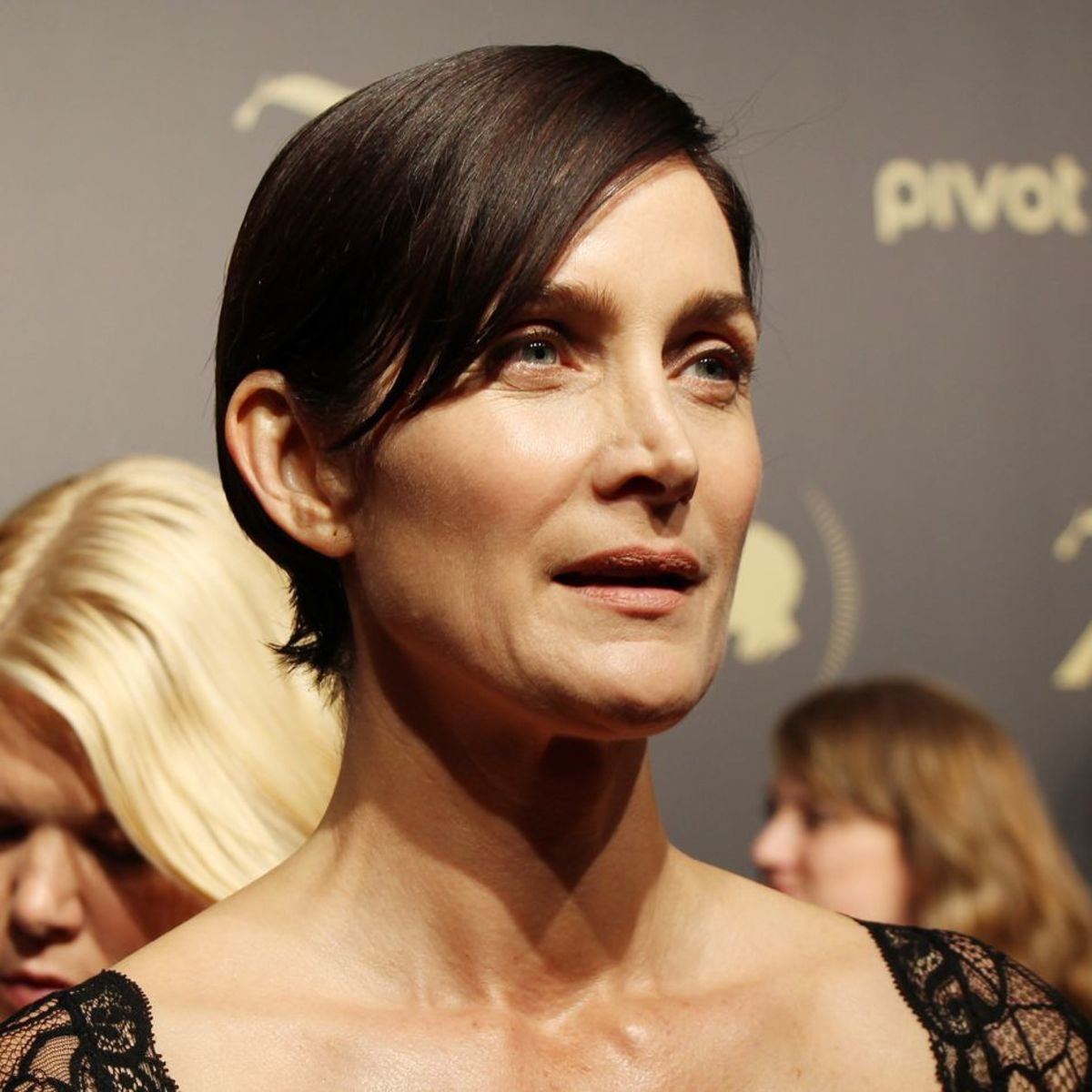 Carrie-Anne Moss, married since 1999