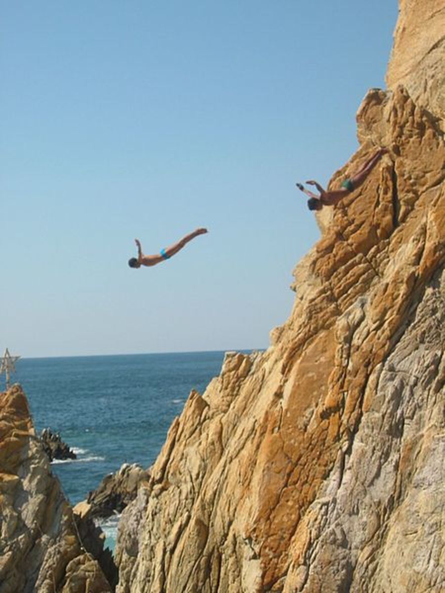 Divers in action in Acapulco.