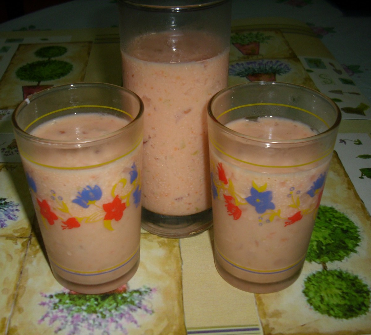 Star Fruit / Carambola and Papaya Smoothies