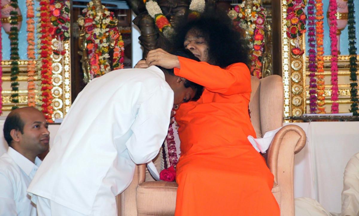 La ocasión memorable - 14 de enero 2005 - cuando Swami se había materializado una cadena de oro con su colgante para mí.