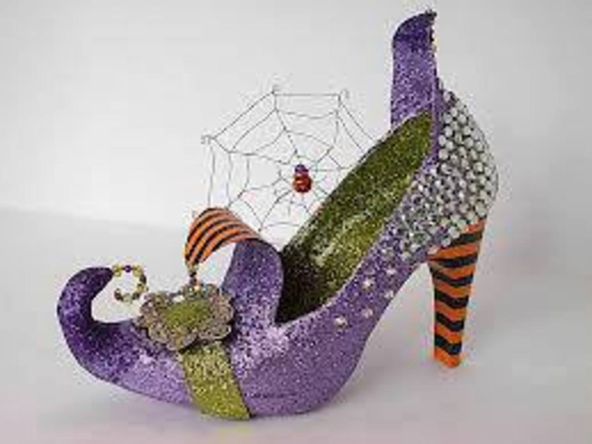 Hocus Pocus witch shoes comlete with spider