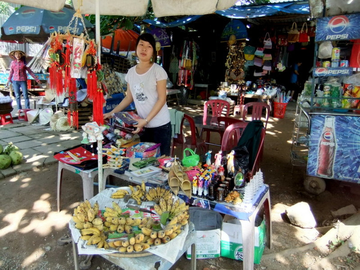 My travel to Vietnam: Souvenirs and bananas for tourists near Thien Mu Pagoda, Hue