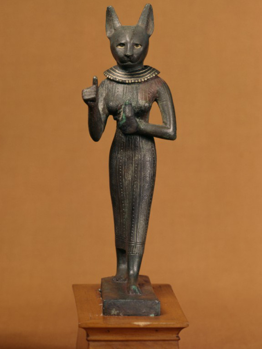 Statue of the Egyptian goddess Bast.