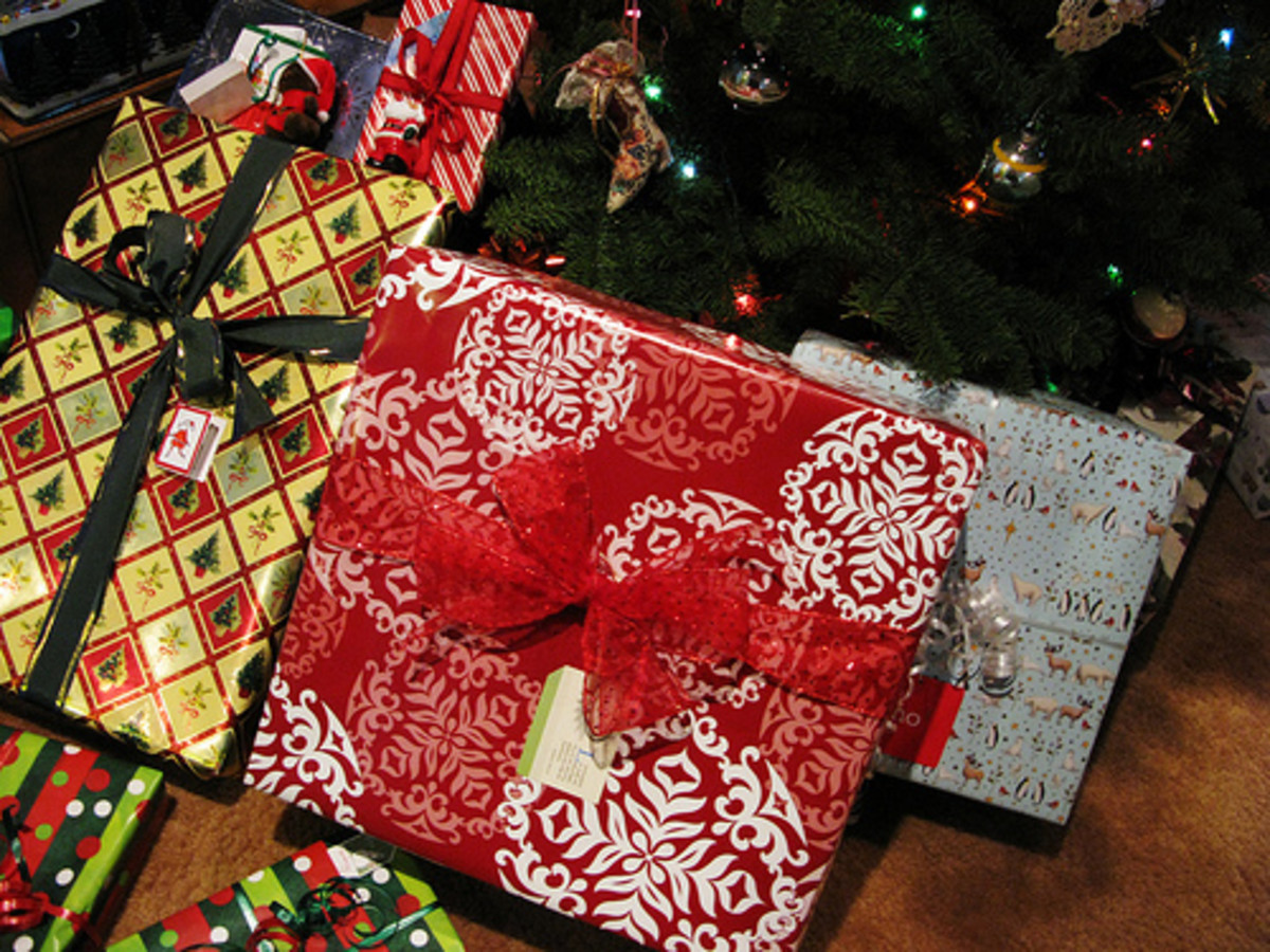 Six Easy Ways to Save Money on Christmas Presents This Year