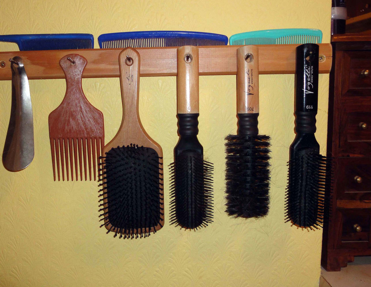 Hairbrush rack made from recycled materials